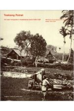 Toekang Potret: 100 years of photography in the Dutch Indies 1839-1939 - 100 jaar fotografie in Nederlands Indie 1839-1939.,by Anneke Groeneveld